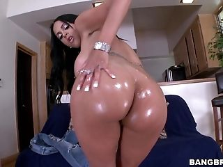 Amazing Kimberly Kendall Makes A Dick Vanish In Her Mouth