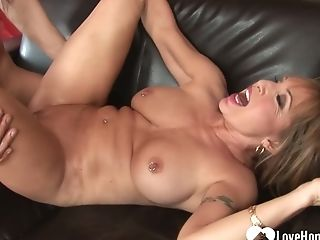 Thirsty Thirty Fucked When Her Hubby Isn't Home