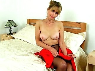 Uk Mummy Ila Jane Rips Slots In Her Pantyhose