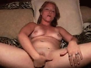 Hot Matures Blonde Plays With Her Fuckbox