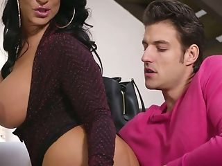 Jaw Pulling Down Harlot Raven Hart Is Face Fucked By One...