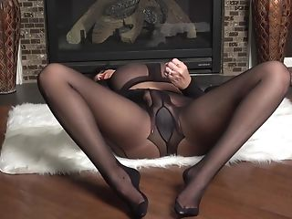 Raven Gets Her Pantyhose Cootchie Raw