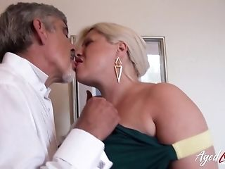 Horny Friend Is Playing With Hairy Matures Puss Of Huge-boobed Blonde