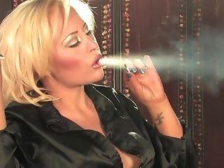 Supah Sexy Cougar Terri Hawke Deepthroating Hot Booty Smoke