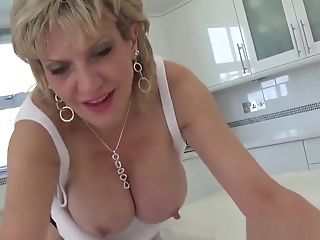 Brit Mummy Sonia Wants You To Jizz All Over Her
