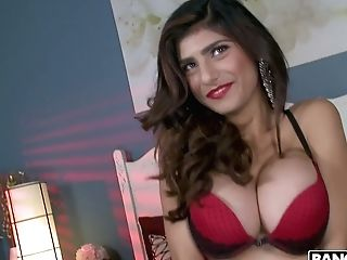 Sexually Charged Bitch Mia Khalifa Gives Her Head And Gets Her Slit...