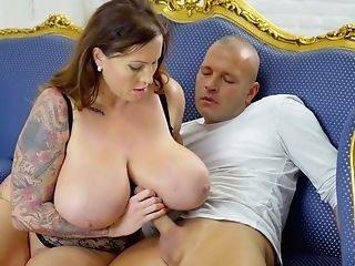 Provocative Powerful-jugged Mom I´d Like To Fuck - Laura Orsolya