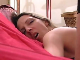 Cheating Wifey Does Sensuous Donk To Mouth