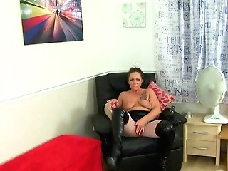 Brit Cougar  Works Her Love Button With A Immense Electro-hitachi