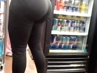 Big Cougar Bubble Butt In Taut Yoga Pants Candid