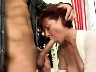 Matures Mummy Suck And Fuck Her Youthfull Pupil Boy
