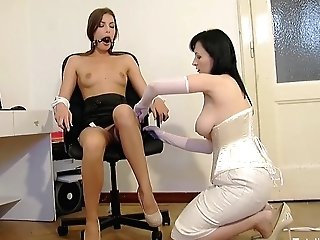 Sexy Mummy Flashes How To Tie Up A Black-haired Ultra-cutie