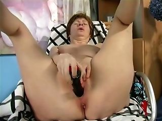 Using Truly Big Black Fake Penis Matures Whore Drills Her Old Cunt