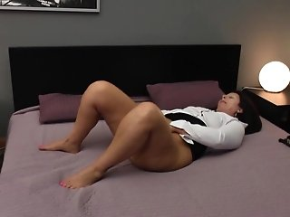 Matures Big Bum Mom With Greedy Bootie And Cooter