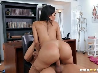 Sexy Lela Starlet Gets Her Humid Cunt Fucked In Her...