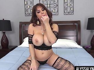 Fucking Awesome Bitch Alyssa Lynn Performs Hot Solo Onanism Movie