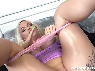 Urinate Kink Stunner Louise Lee Is Maturating Snatch Early In The...