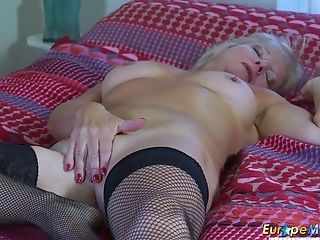 Eropemature Cougar Blonde Playing Alone With Faux-cock
