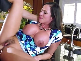 Ariella Ferrera Horny Mom