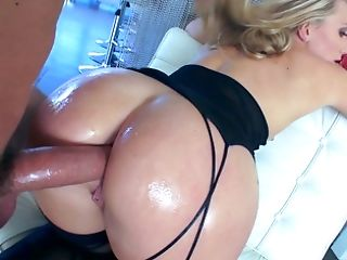 A Gonzo Vid Is Flashing A Hot Blonde Woman That Has A Sexy Butt