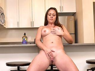 Sexy Divorced Woman Brandii Banks Masturbates Romp-starved Slit