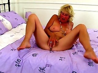 Scottish Cougar Toni Lace Looking Gorgeous In Stretch Pants