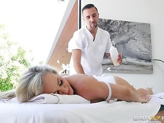 Matures Brandi Love Knows How To Entice A Horny Paramour