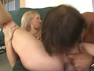 Pallid Big Bottomed Blondie Is Ready For Some Steamy Pussy Eating