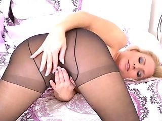 Cougar In Black Pantyhose Kathy Anderson Is Masturbating Her Yummy...