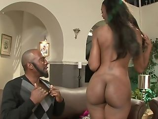 Lucky Dark-hued Man Fucked Bysty Black Matures On The Sofa