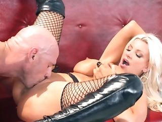 Bald Paramour Takes Care Of Voluptuous Blonde Porno Diva