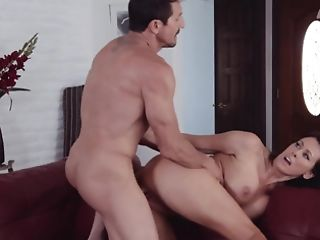 Big Booty Black-haired Is Ready To Rail A Thick Pecker