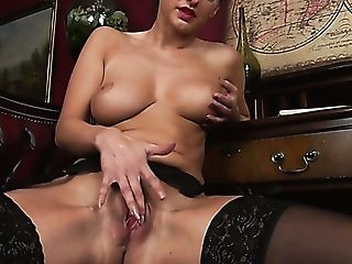 Amazing Big-titted Black Head Cassie Clarke Plays With Her Bald...