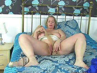 Uk Mummy Shooting Starlet Fucks Her Creamy Fanny With A Fuck Stick