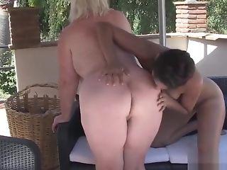 Feet Slurping Les Granny