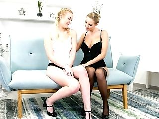 Juggy Ash-blonde Mummy Florane Russell Licks Tasty Looking Teenage...