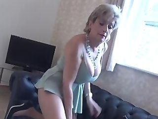 Lady Sonia Massages Her Beaver While Wearing Pantyhose