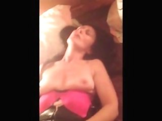 Horny Cougar Needs To Find A Manmeat For Her Muff