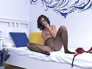 Housewife In Pantyhose Vicky Love Is Masturbating Her...