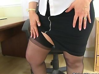 Uk Cougar Kat's Fanny Needs A Good Faux-cock Stuffing