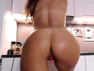 Very Hot Cougar With Fit Assets Rump And Tits