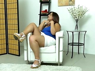 Euro Cougar Riona Needs A Getting Off Break