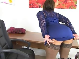 Brit Cougar Raven Gets Creamy For Her Faux-cock