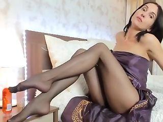 Sexy Pantyhose Taunt