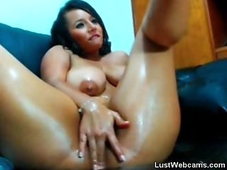 Huge-chested latina frigs her fuckbox on webcam