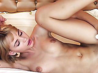 Svelte Well Shaped Auburn Woman Ariela Plays With Her Own Humid Vulva