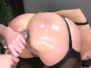 Legendary Buttfuck Going Knuckle Deep Vid Featuring Stunning Hooker...