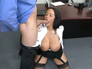 Juggy Assistant Carmella Bing Shows Talents Of Her Deep Jaws And...