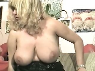 Matures And Voluptuous Blonde Woman Flashes Her Yam-sized Jugs