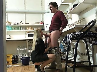 Housewifely Mate Gets Rewarded With A Truly Nice Oral Job Performed...